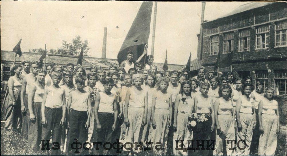 Группа участников парада физкультурников. г. Томск. 1945 г. Ф. 5658. – Оп. 1. – Д. 320.