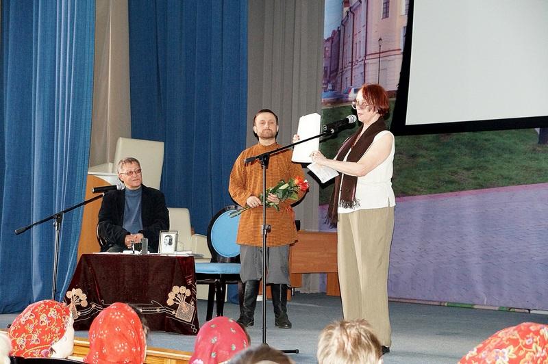 На сцене В. Костин, А. Васильев, М. Алексеева. Фото Г. Кан