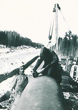 Илл. из кн: Энергия развития. 35 лет ООО «Газпром трансгаз Томск». — Красноярск, 2007.