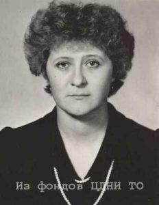 октябрь 1988 - апрель 1990 - Петунина (Долженкова) Вера Константиновна (1960 г.р. Образование: отделение журналистики филологического факультета, ТГУ)