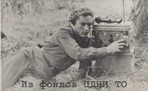 Стигель В. Н. слушает сообщение о капитуляции Германии. Чехословакия. 8 мая 1945 г. . // ЦДНИ ТО. Ф. 5689. Оп. 1. Д. 44.