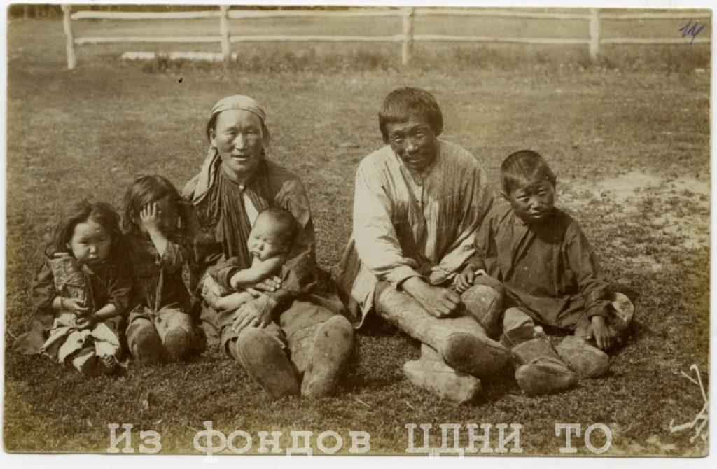 Почтовые открытки природы и быта Якутии к. XIX- н. XX в.  Коллекция С. А. Малых, привезенная из ссылки в Якутскую область. 1904-1905 гг. ЦДНИ ТО. Ф. 5640. Оп. 1. Д. 39. № 14. Надпись на лицевой стороне: