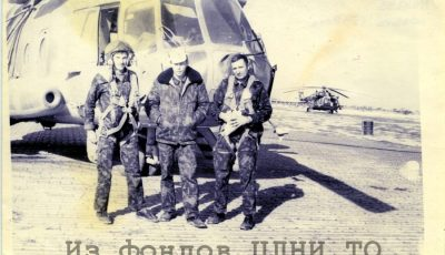 Слева направо: Бушуев Б., Шахов В. Стас [...]. Провинция Кундуз. Афганистан. 1982 г. // ЦДНИ ТО. Ф. 5666. Оп. 1. Д. 183.