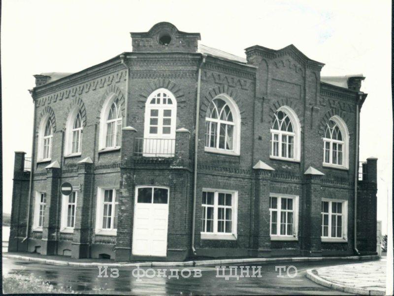 В 1951 году в здании бывшего ресторана «Славянский базар» разместился Томский областной комитет ДОСААФ. г. Томск. 1984 г. ЦДНИ ТО. Ф. 1300. Оп. 2. Д. 983.