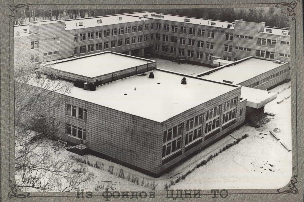 Средняя школа № 9 Академгородка. [Начало 1980-х гг.]. ЦДНИ ТО. Ф.1300. Оп.3. Д.14. Л.9.