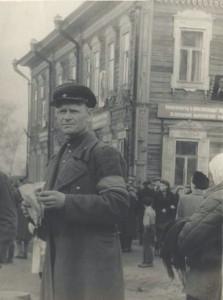 Д. В. Моравецкий - руководитель праздничной колонны Кировского района на демонстрации 7 ноября 1947 г. в Томске. \\ ЦДНИ ТО. Ф. 5877. Оп. 2. Д. 8.