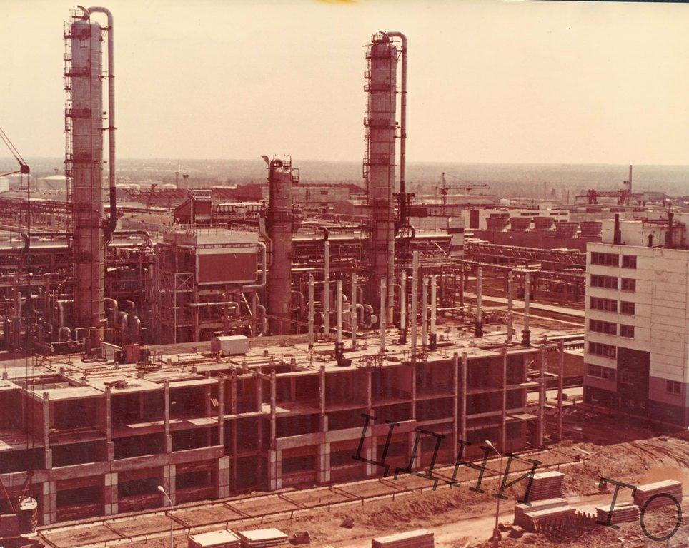 Общий вид строительства Томского нефтехимического комбината (ТНХК)(панорама)(конец 1970-х-начало 1980-х). ЦДНИ ТО. Ф. 5658.- Оп. 1.- Д. 322.- Л. 3.