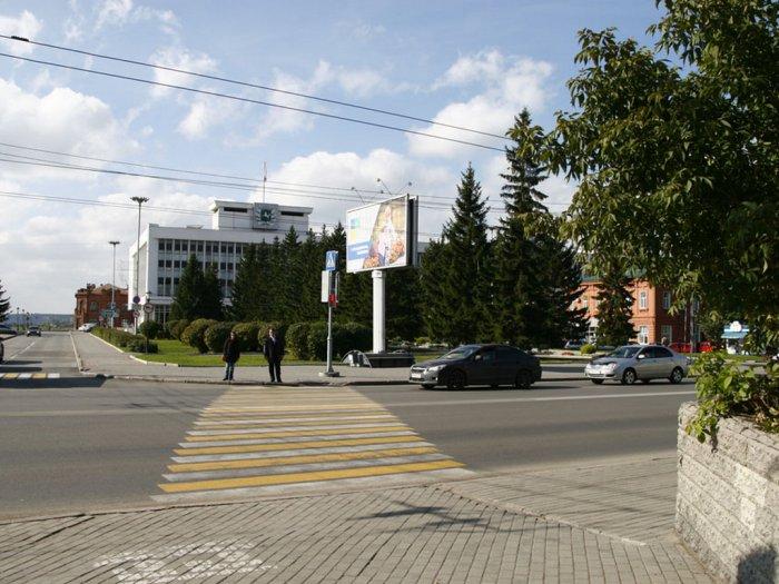 Областная администрация. 2014 г. Автор снимка С. Г. Кукшенев.