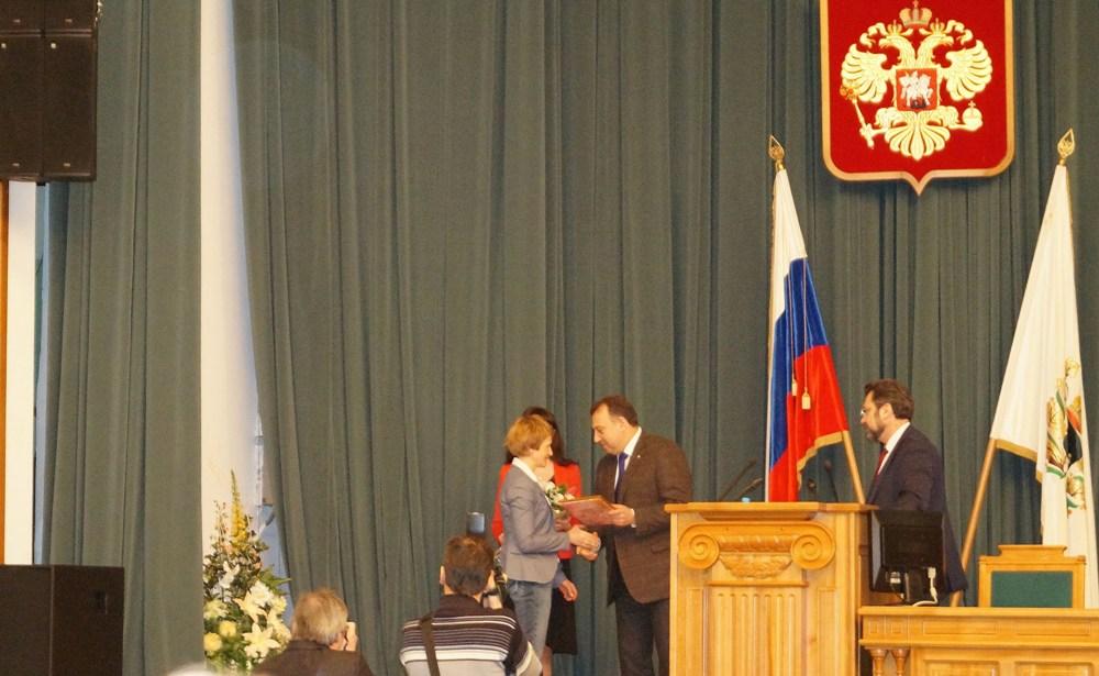 Вручение премии 'Архивист года' Хмельницкой О. Е. (ГАТО).
