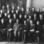 1948 г. Студенты и преподаватели исторического факультета Томского пединститута (в последнем ряду правый справа В. Липатов).