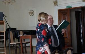 И. Гедимин вручил книгу руководителям областных и муниципальных архивов